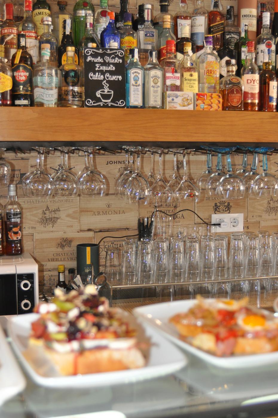 Restaurante Casa Augusto Arranz: Amplia variedad de bebidas para una charla después de comer