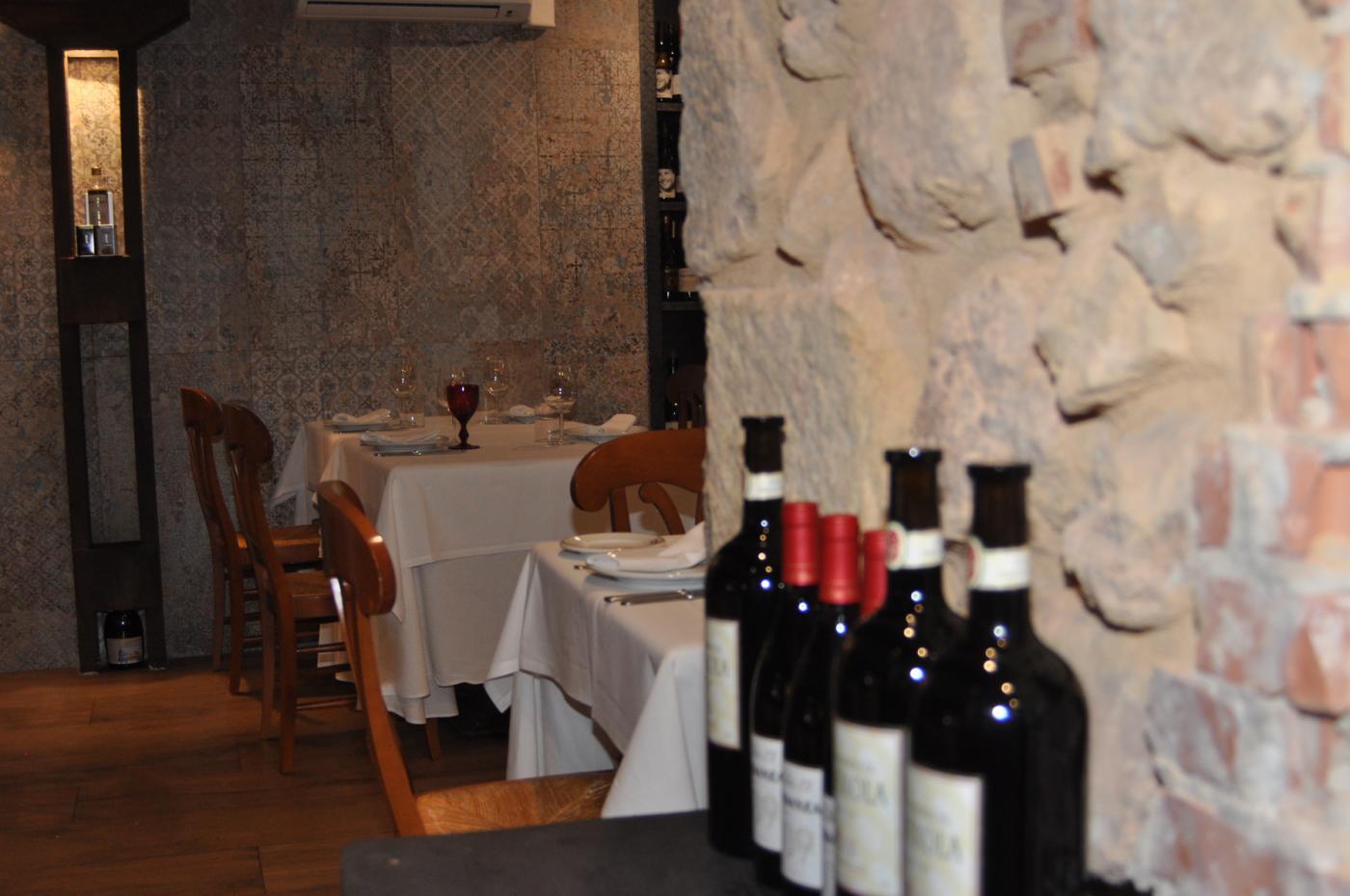 Restaurante Casa Augusto Arranz: Vista interior y decoración del Restaurante