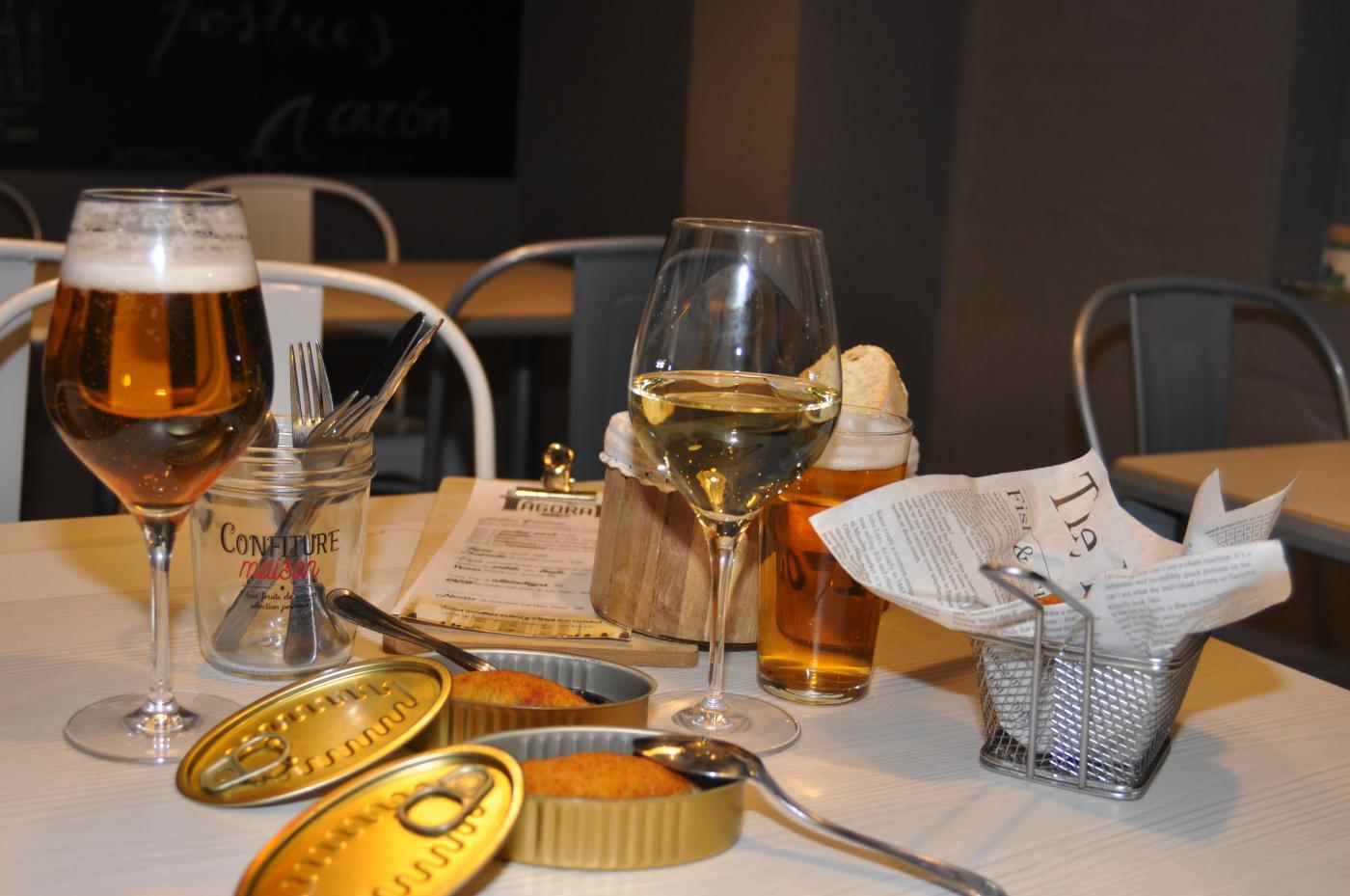 Restaurante El Ágora: Restaurante El Ágora. Interior del restaurante y tapeo