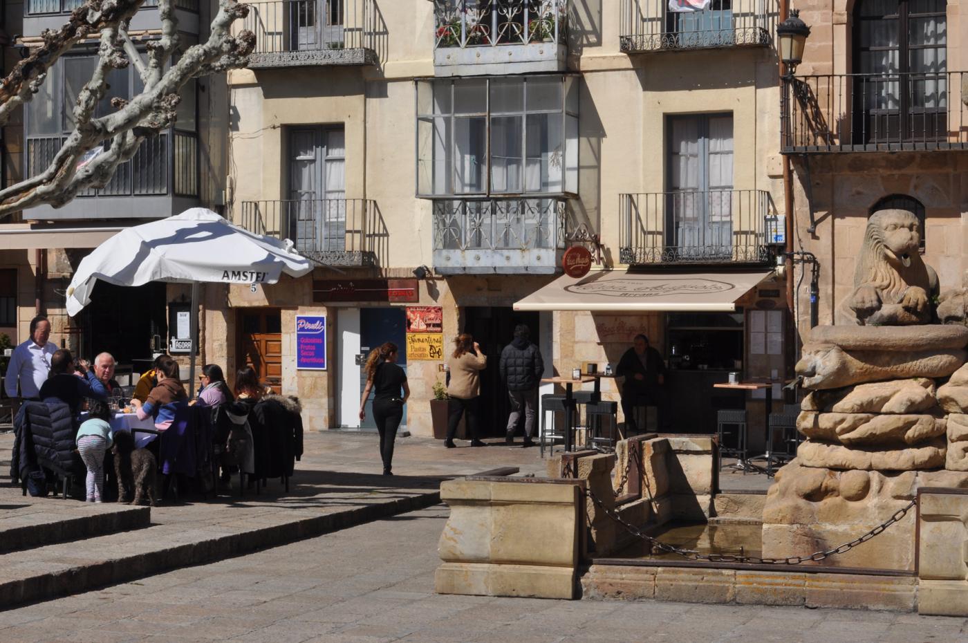 Restaurante Casa Augusto Arranz: Exterior y terraza del restaurante