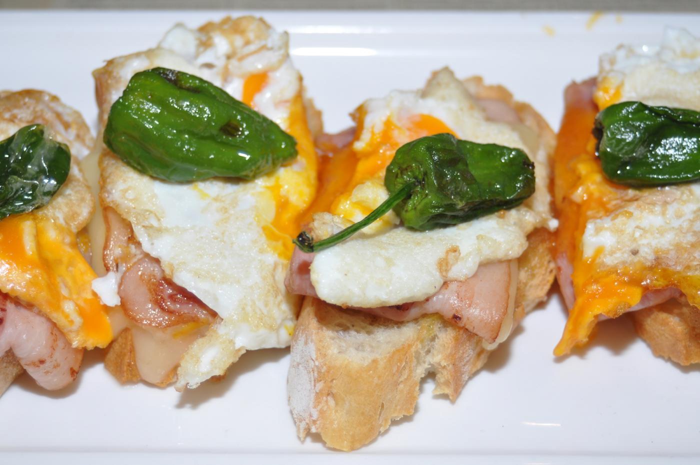 Restaurante Casa Augusto Arranz: Tapas y raciones: Huevos, pimiento y bacon
